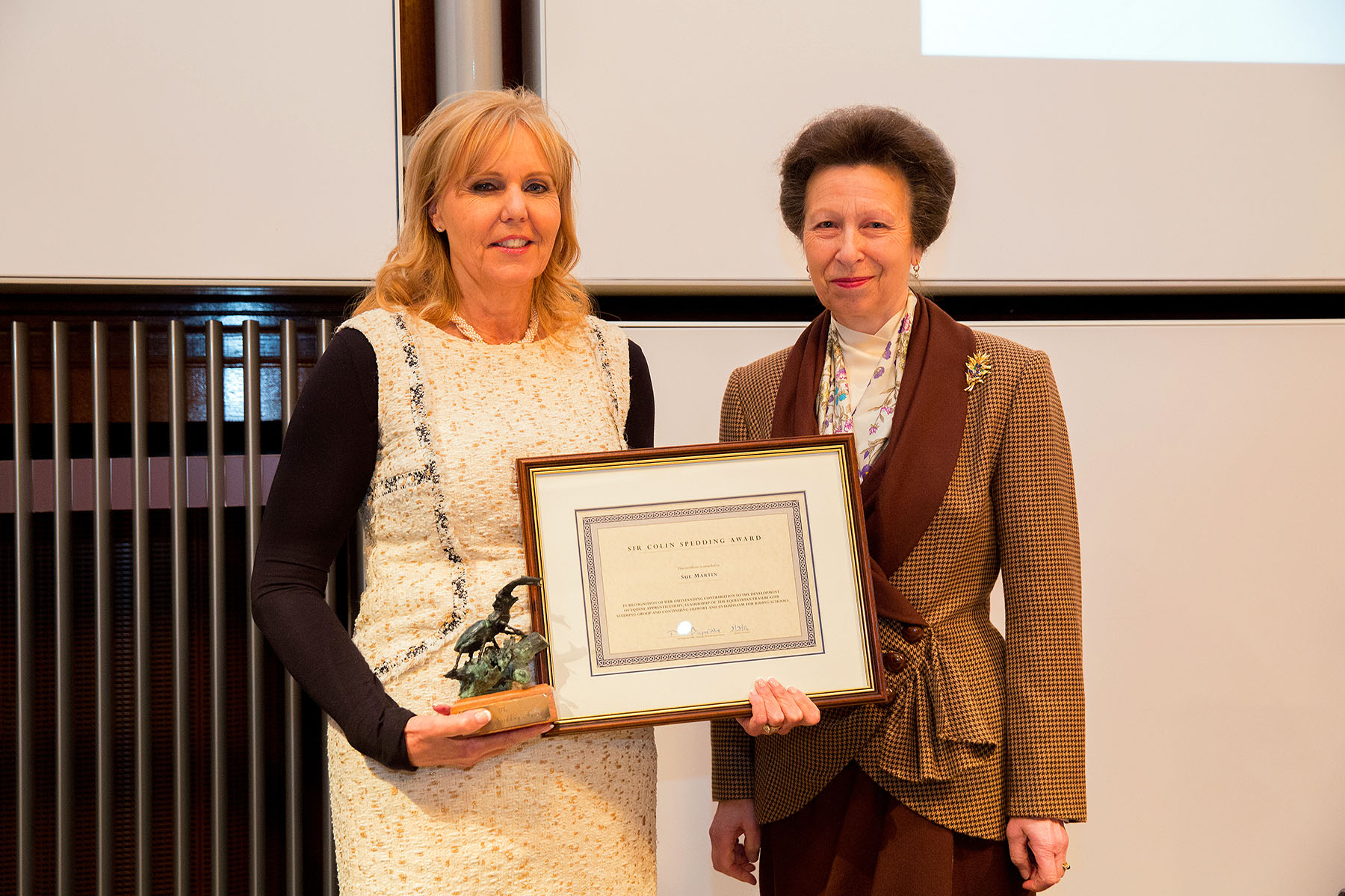 2016-winner-sue-martin-with-hrh-the-princess-royal