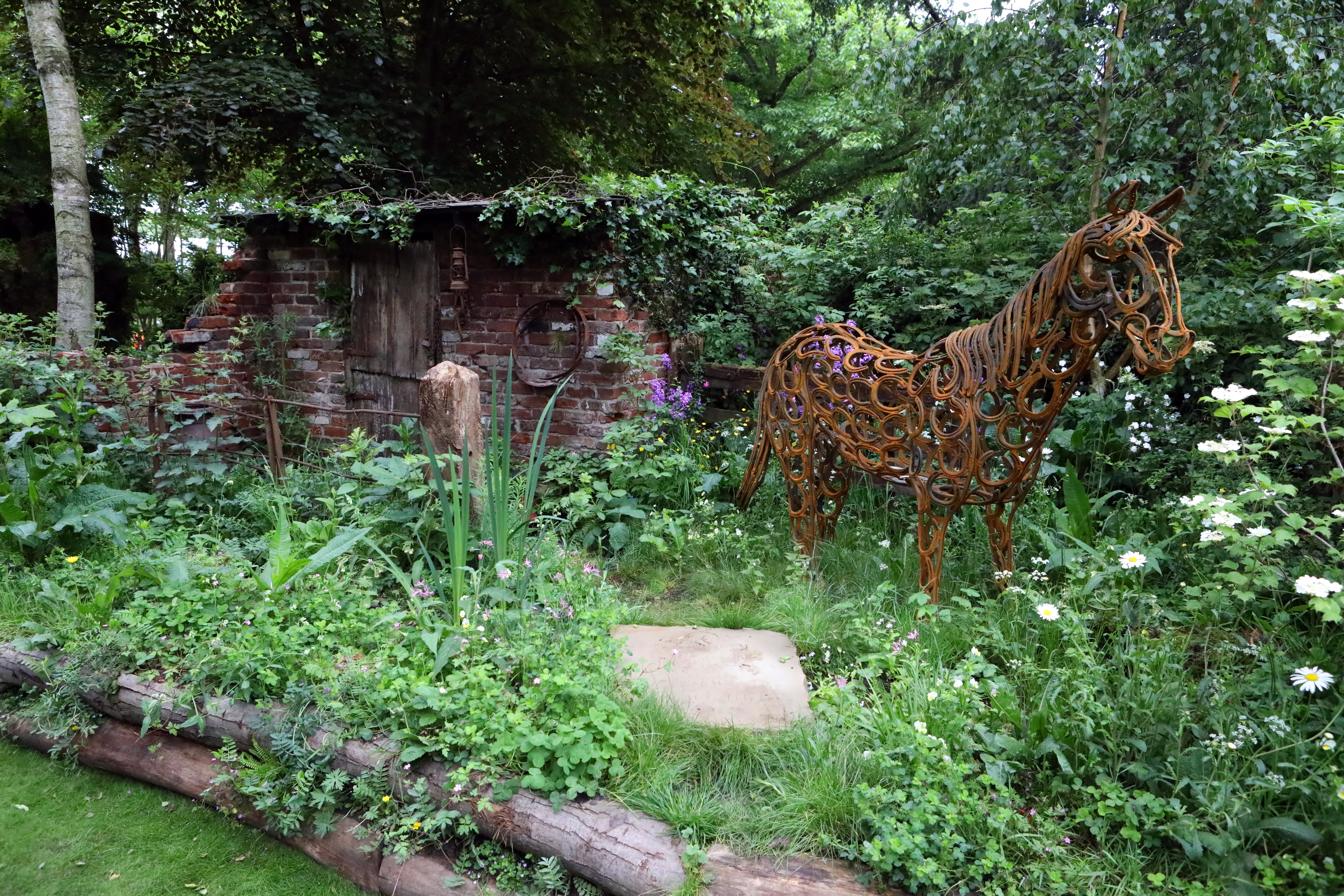 Chelsea flower show 2017 corporate entertainment packages - World Horse Welfare Garden Wins Gold Medal At Rhs Chelsea Flower Show 2017