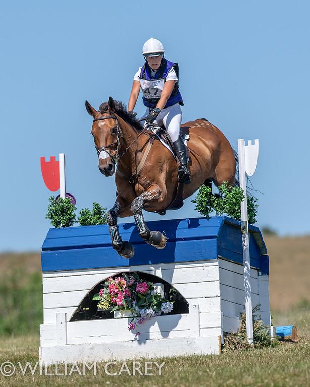 Georgie Strang em cavalos jovens para eventos | Recursos 4