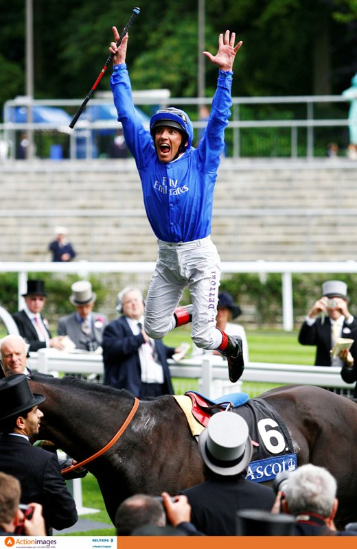 frankie-dettori-celebrates-winning-the-queen-anne-stakes-jumping