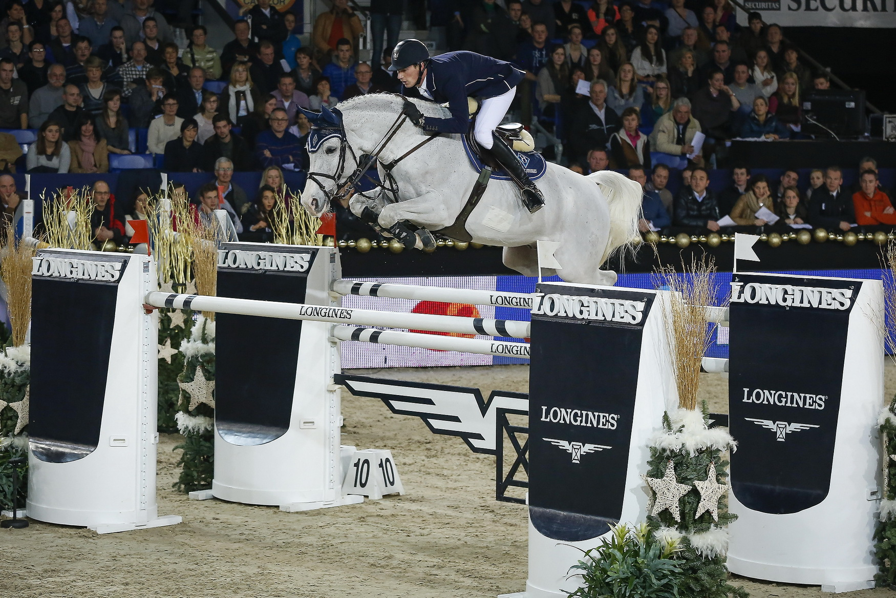 Germany's Daniel Deusser jumps to the top of the Longines rankings © FEI/Dirk Caremans