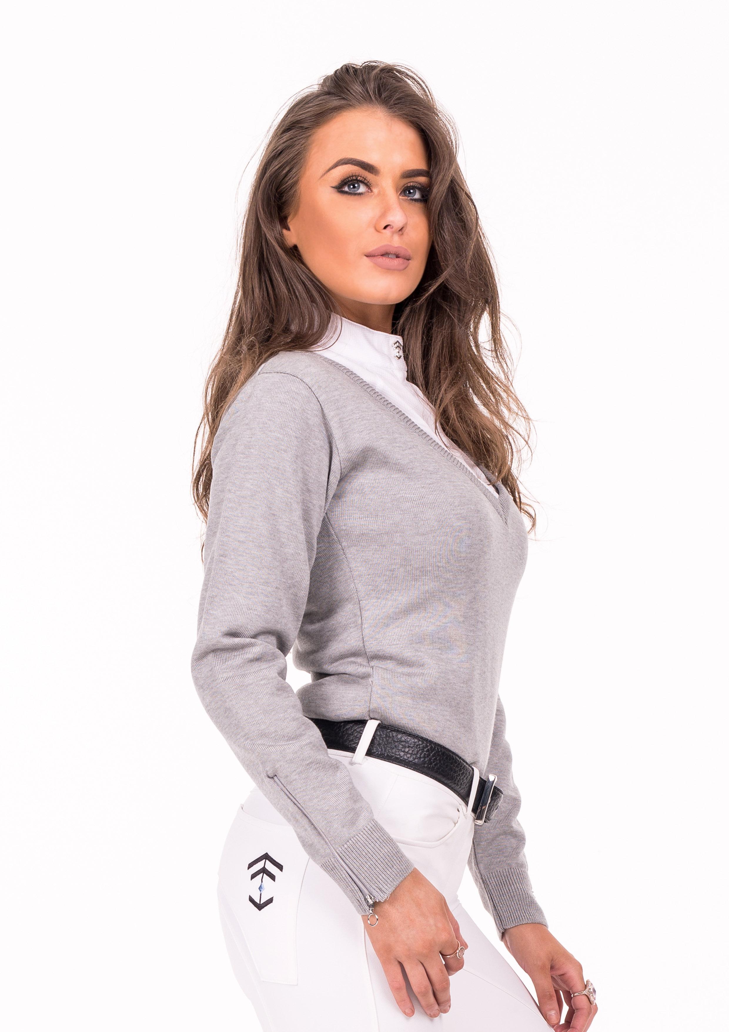 Grey show sweater side (neigh-dar)
