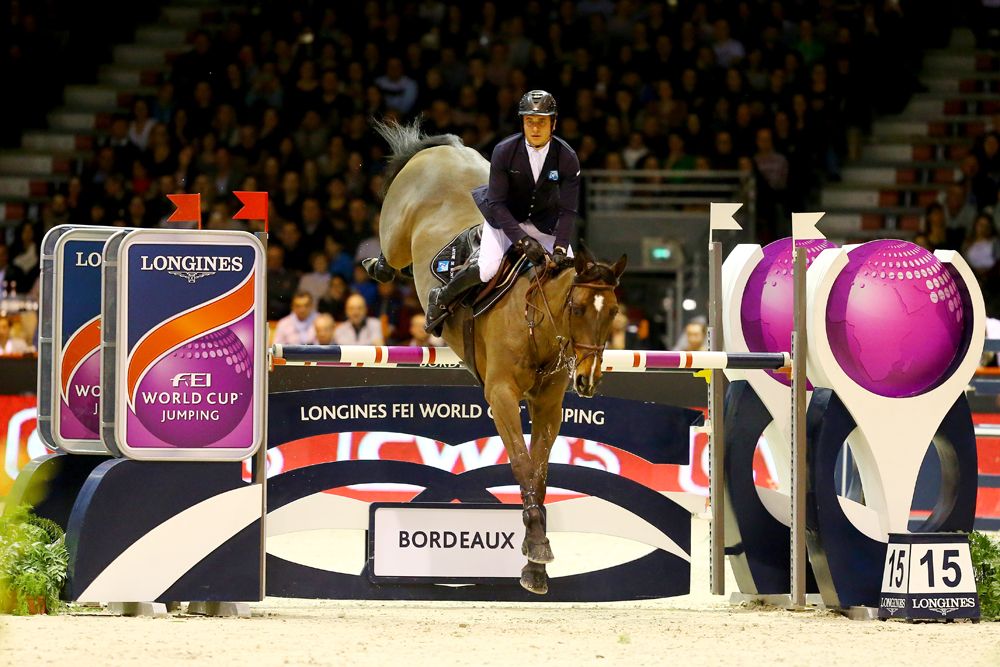 Julien Epaillard steered Quatrin de la Roque LM to victory at the 12th leg of the Longines FEI World Cup™ Jumping 2016/2017 Western European League on home ground in Bordeaux, France tonight. © Pierre Costabadie/FEI