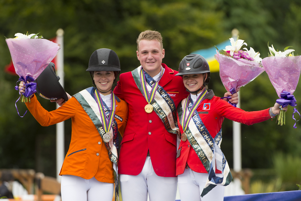 (L to R) The Netherlands' Lisa Nooren (silver), Germany's Guido Klatte (gold) and Switzerland's Vladya Reverdin (bronze). © FEI/Alexis Vasilopoulos