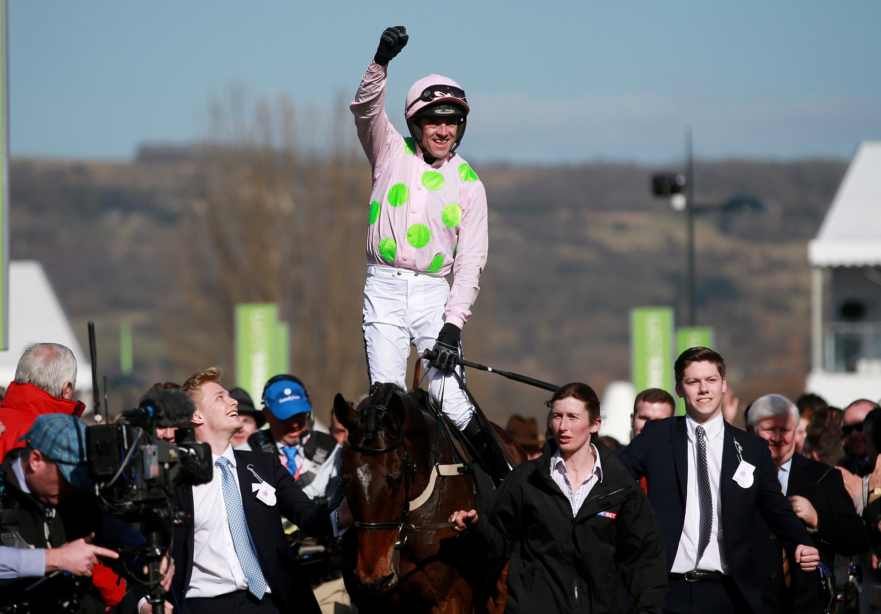 Ruby Walsh celebrates his victory on Douvan in the Sky Bet Supreme Novices´ Hurdle